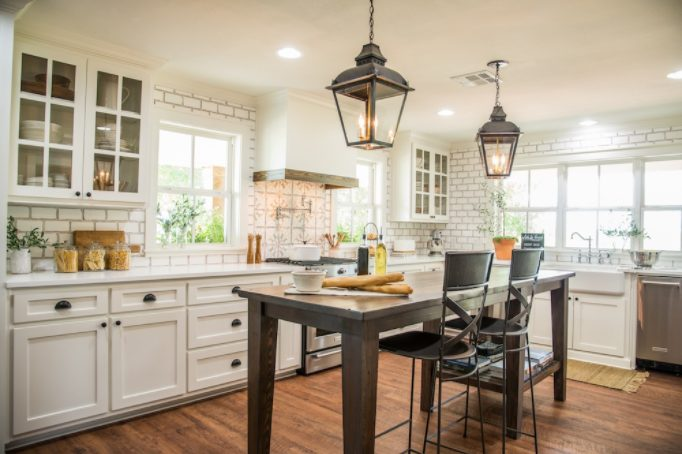 Uplifting nautical kitchen lighting #Kitchenlighting #Kitchenideas #Kitchen #Home #House