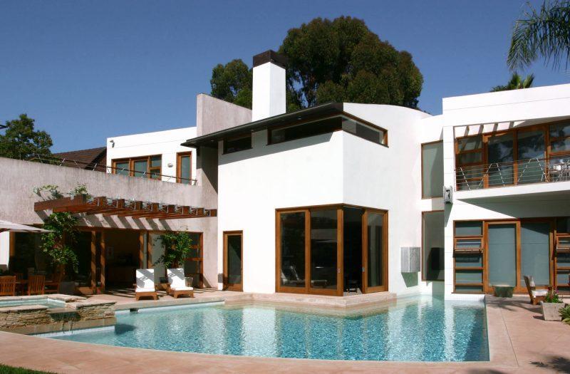 Breathtaking swimming pool design small #swimmingpools #homedecor #indoorpool #outdoorpool